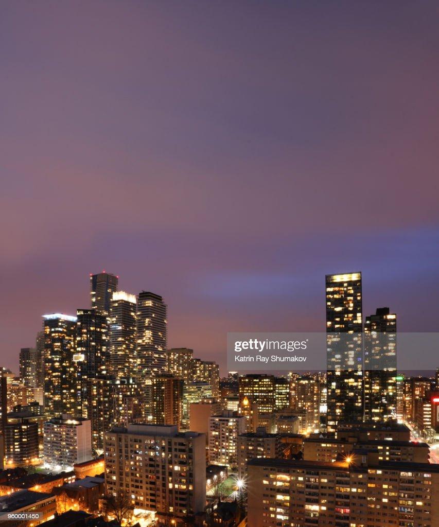 Portrait of Sparkling Toronto at Purple Blue Hour : Stock-Foto