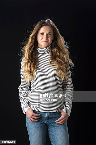 portrait of standing young woman - manches longues photos et images de collection
