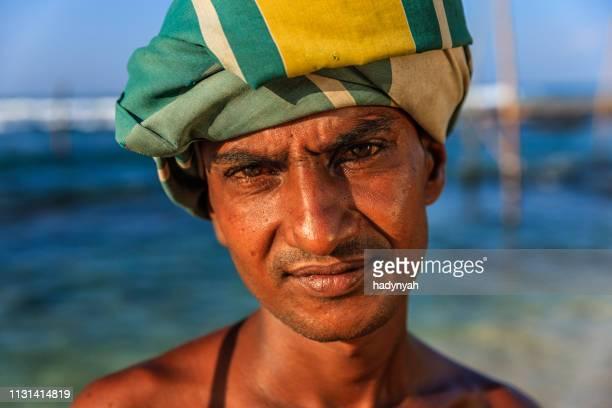 portrait de pêcheur de sur pilotis, sri lanka, asie - océan indien photos et images de collection