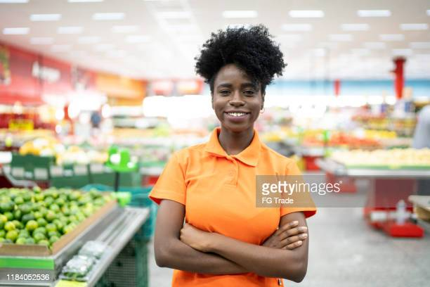 portrait of supermarket employee looking at camera - pardo brazilian stock pictures, royalty-free photos & images
