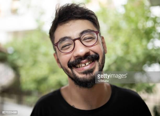 retrato de hombre joven sirio - hombre feo fotografías e imágenes de stock