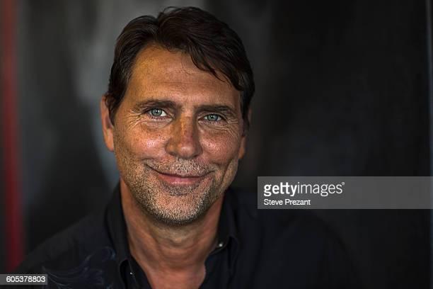 portrait of tanned mature man looking at camera smiling - macho fotografías e imágenes de stock