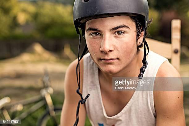 portrait of teenage bike athlete. - ärmellos stock-fotos und bilder