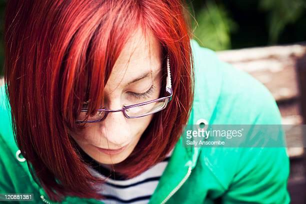 portrait of teenage girl - une seule adolescente photos et images de collection