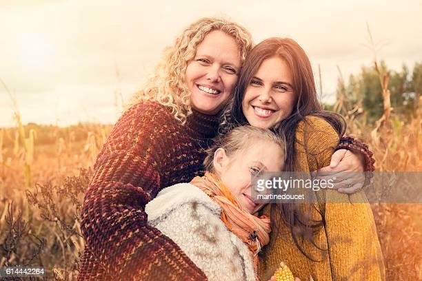 portrait of teenagers with mother in autumn sunset outdoors. - alleenstaande moeder stockfoto's en -beelden