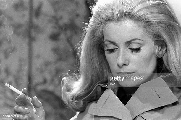 Portrait of the actress Catherine Deneuve on the shooting of Alain Cavalier's movie ''La Chamade''
