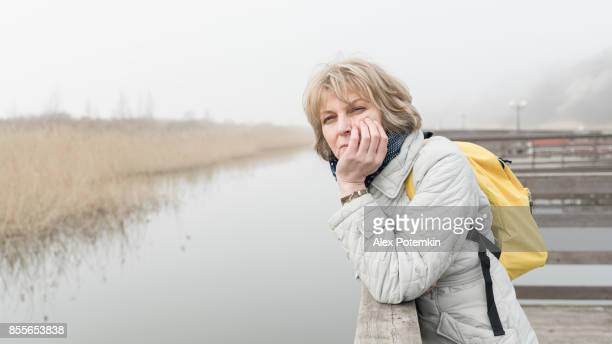 portrait of the attractive, cheerful mature 50-years-old woman on the beach - alex potemkin or krakozawr stock pictures, royalty-free photos & images