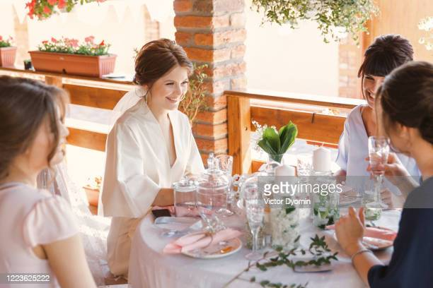portrait of the bride with the bridesmaids - bridesmaid stock pictures, royalty-free photos & images