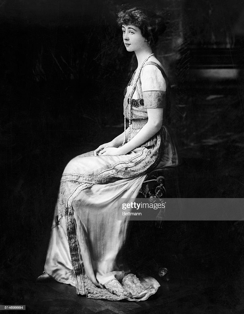 Consuelo Vanderbilt Wearing Formal Gown Pictures   Getty Images