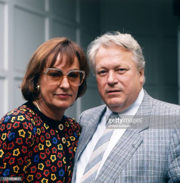 Portrait of the German film theater and television actor Günter Strack as guest on the talk show 'BOULEVARD BIO' with his wife Lore Hennig Germany...