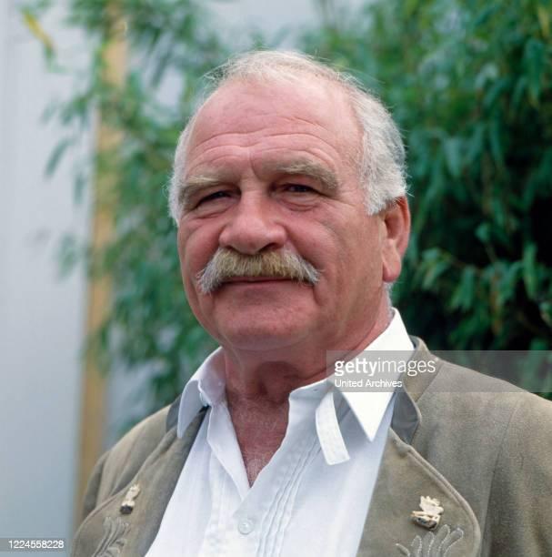 Portrait of the German folk actor Peter Steiner probably before the moderation of the RTL program 'Die Heimatmelodie unterwegs', Germany, 1993.