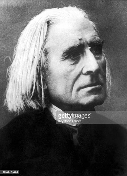Portrait of the Hungarian composer pianist and conductor Franz LISZT around 1870