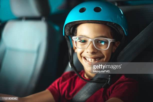 小さなドライバーの肖像 - レーシングドライバー ストックフォトと画像
