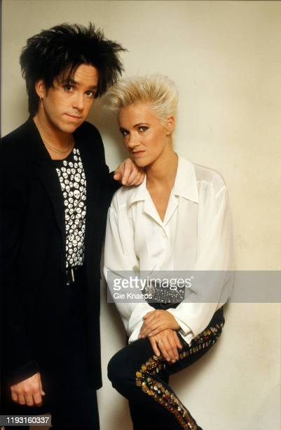 Portrait of the members of Swedish Pop group Roxette Per Gessle and Marie Fredriksson as they pose backstage during their Look Sharp Tour at the...