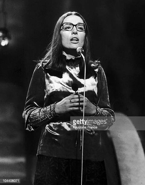 Portrait of the singer Nana MOUSKOURI on stage around 1965