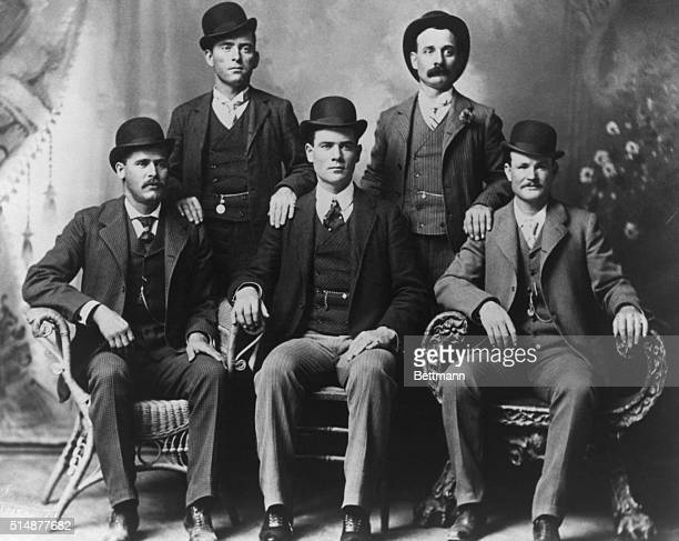 Portrait of the Wild Bunch train robbers. Standing : Bill Carver, Kid Curry. Seated : Sundance Kid, Ben Kilpatrick, and Butch Cassidy.