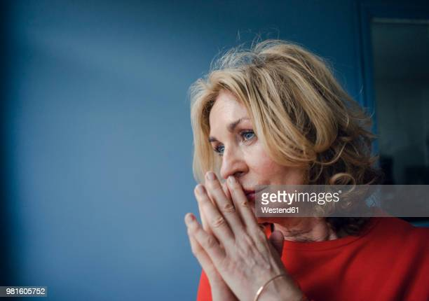 portrait of thoughtful senior woman - verdriet stockfoto's en -beelden