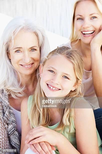 Porträt von drei generational Familie Lächeln