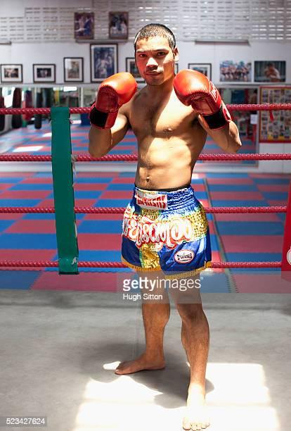 portrait of traditional thai boxer, bangkok, thailand - hugh sitton stock pictures, royalty-free photos & images