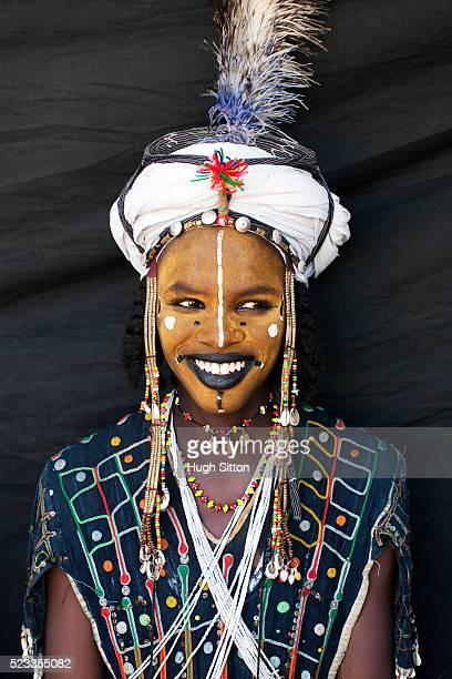 portrait of tribal man in traditional clothing and face paint - hugh sitton bildbanksfoton och bilder