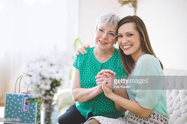 Porträt der zwei wunderschönen Damen