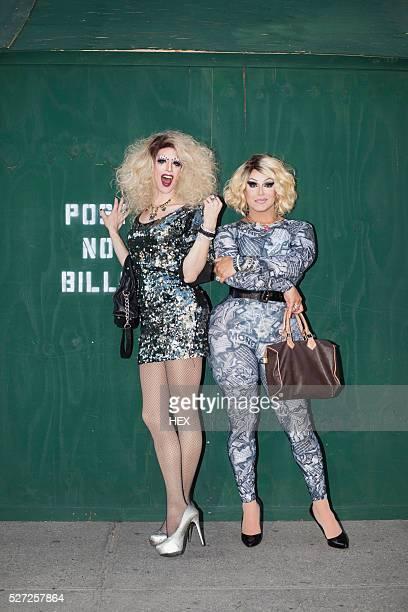 portrait of two drag queens - drag queen fotografías e imágenes de stock