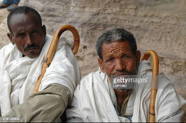 Porträt von zwei Äthiopischer Männer mit walking-Stöcken.