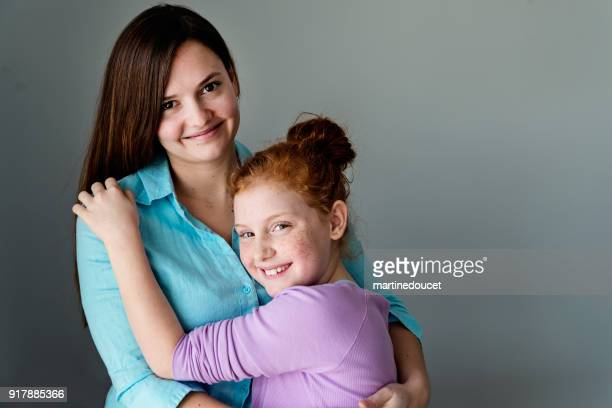 """portrait of two generations sisters. - """"martine doucet"""" or martinedoucet stock pictures, royalty-free photos & images"""