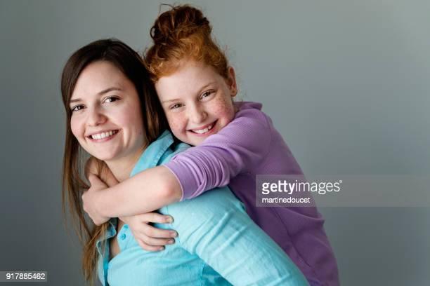 Porträt von zwei Generationen Schwestern.