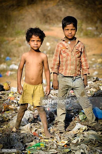 ポートレートの 2 つの農村インドのアジアのお子様