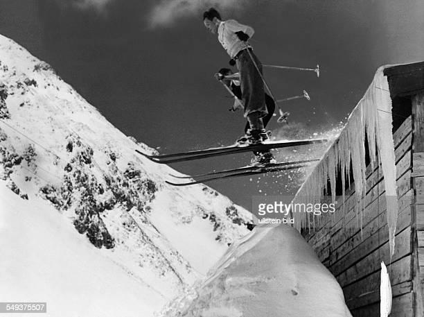 Portrait of two ski jumpers over a mountain hut - 1939 - Photographer: Heinz von Perckhammer - Published by: 'Berliner Illustrirte Zeitung' 14/1939...