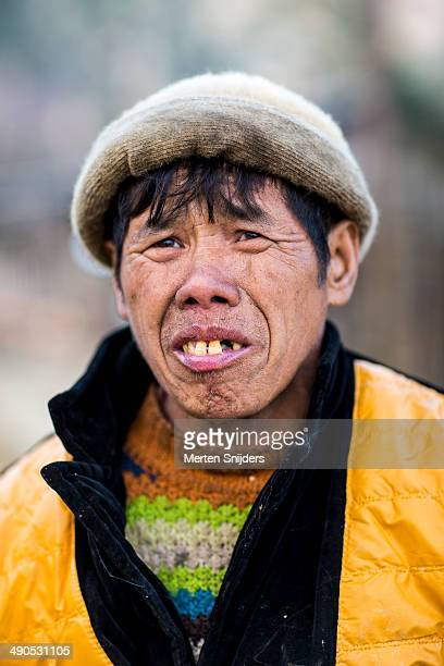 portrait of vietnamese farmer - merten snijders stock pictures, royalty-free photos & images