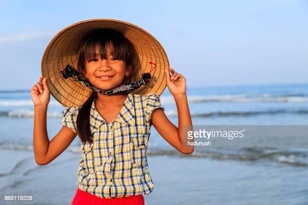 Porträt des vietnamesischen Mädchen am Strand, Vietnam