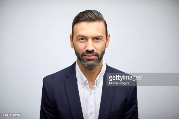 portrait of well-dressed mature businessman - primo piano del volto foto e immagini stock