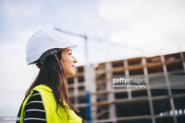 建設現場の女性建築家の肖像。 - 建設現場 ストックフォトと画像