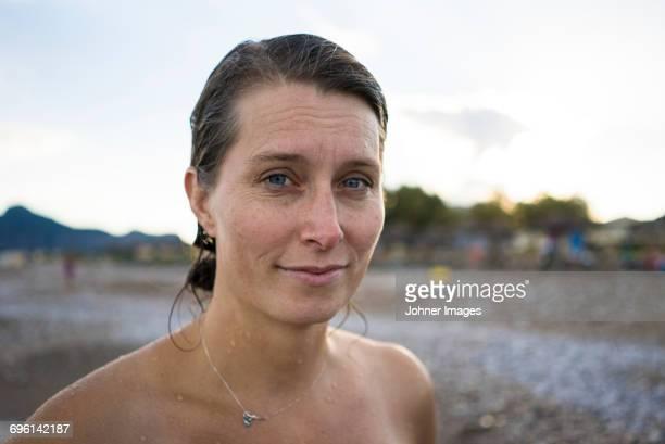 portrait of woman at beach - oben ohne frau stock-fotos und bilder