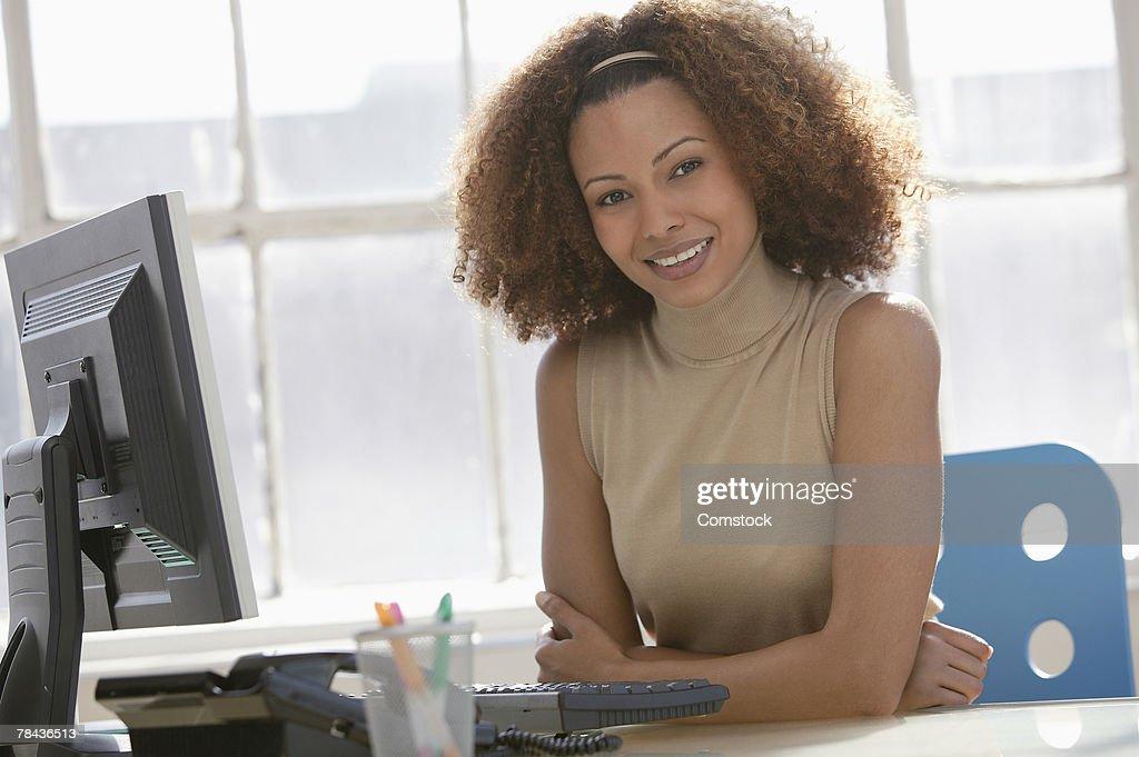 Portrait of woman at desk : Stockfoto