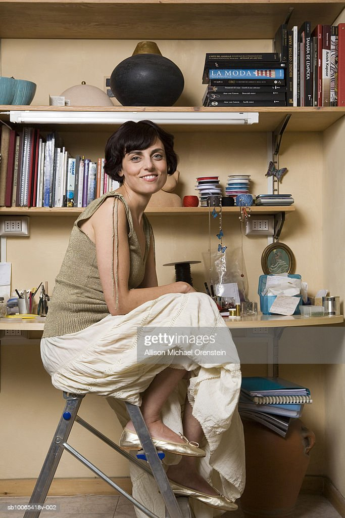 Portrait of woman at desk : Foto stock