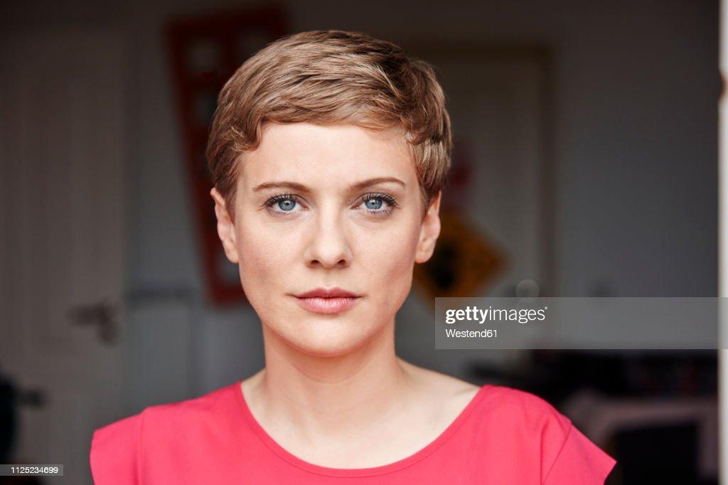 Portrait of woman at home : Foto de stock