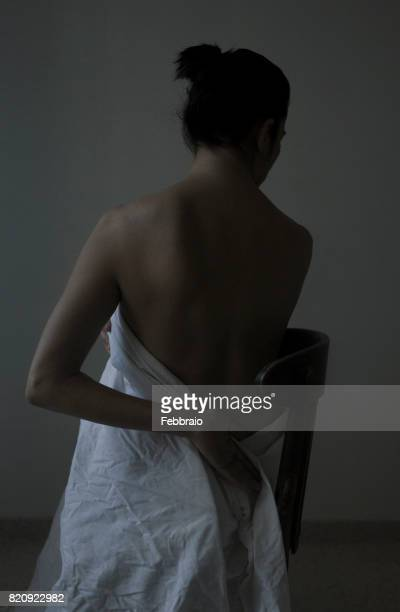 portrait of woman back - ローキー ストックフォトと画像