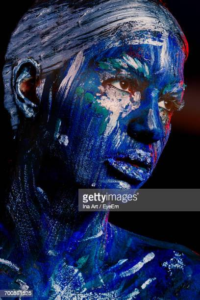 portrait of woman covered in body paint - body paint stock pictures, royalty-free photos & images