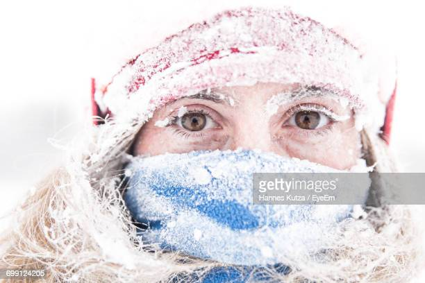 portrait of woman covered with snow - kälte stock-fotos und bilder