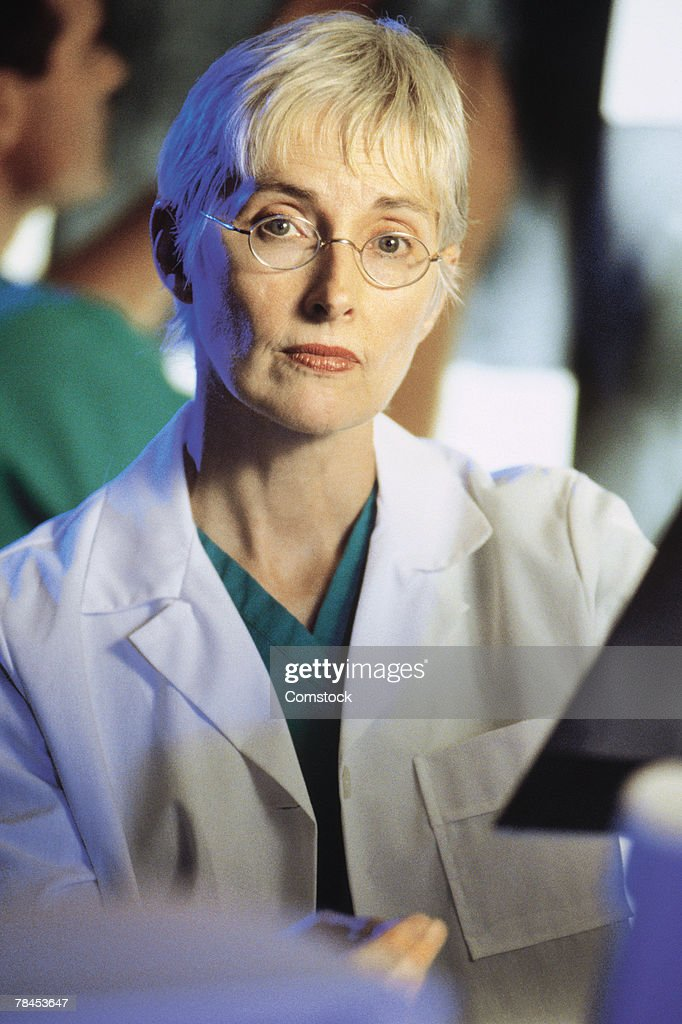 Portrait of woman doctor : Stockfoto