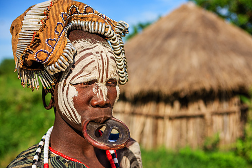 Portrait of woman from Mursi tribe, Ethiopia, Africa 512894644