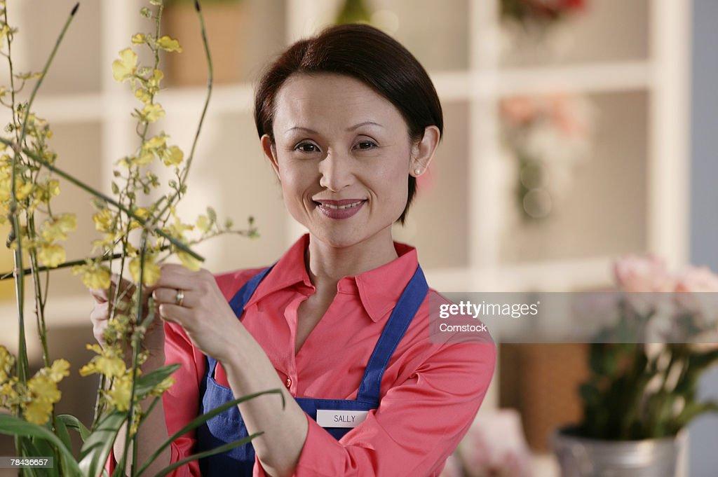 Portrait of woman in florist shop : Stockfoto