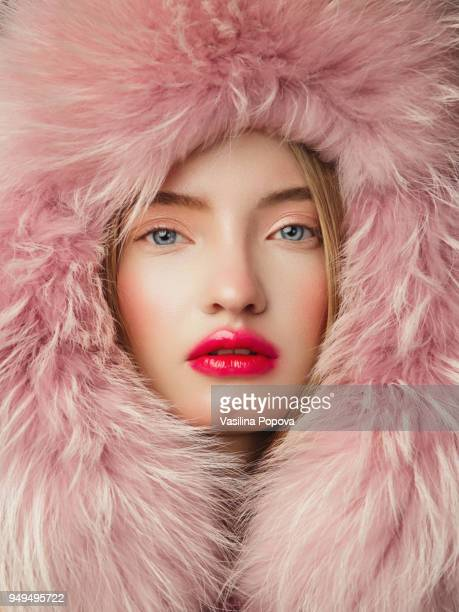 portrait of woman in fur hat - model stock-fotos und bilder