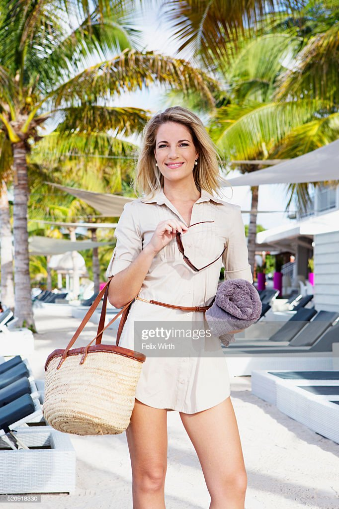 Portrait of woman in tourist resort : Foto de stock