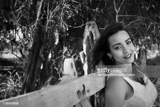 portrait of woman leaning on wooden fence - mexico black and white stock pictures, royalty-free photos & images