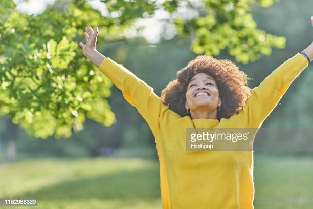 portrait of woman outdoors - wellbeing stock pictures, royalty-free photos & images