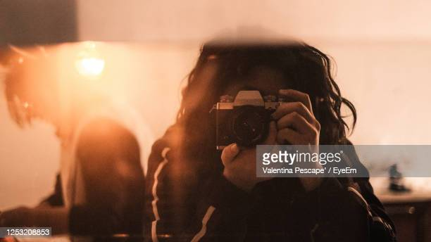portrait of woman photographing - photographer stock pictures, royalty-free photos & images